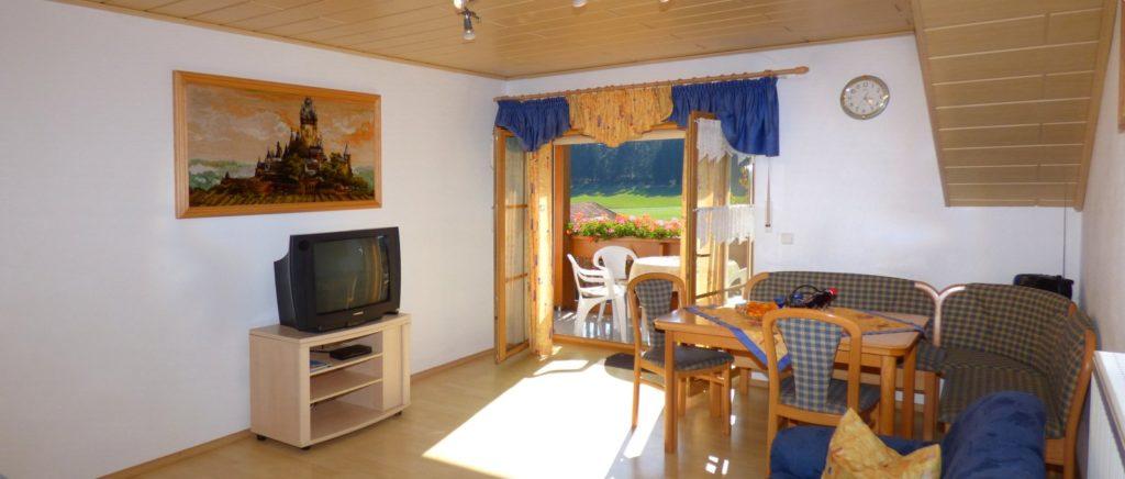 breitbilder-ferienhaus-zandt-ferienwohnungen-bauernhof-wohnzimmer-1600